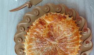 Galette des rois crème d'amandes et de marrons et marrons glacés