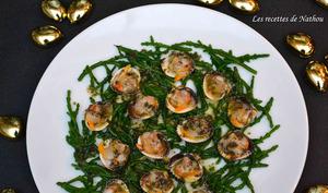 Coques au vin blanc, beurre aux algues et sel de Guérande, passe-pierre à l'anglaise