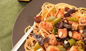 Poulet aux champignons noirs et sauce à l'arôme Maggi