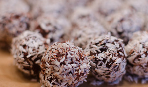 Truffes au chocolat, au coeur noisette et enrobé de noix de coco
