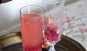 Cocktail Champagne, Grenade et Hibiscus