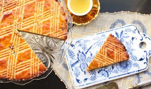 Galette des rois bretonne au beurre salé, pruneaux, marrons glacés et Armagnac