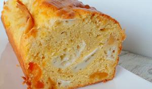 Cake chèvre et abricots secs