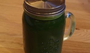 Jus vert aux blettes, concombre et carotte