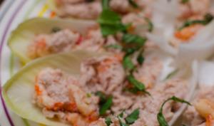 Endives au thon, aux crevettes et aux câpres