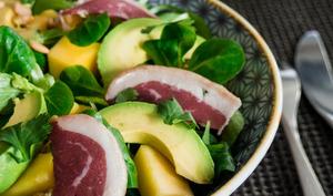 Salade detox mâche, mangue, avocat