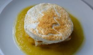 Île flottante, gaspacho d'ananas, vanille, citron vert