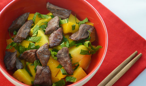 Salade thaï boeuf mangue et menthe