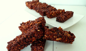 Barres de céréales, riz soufflé maison au chocolat et cacahuètes
