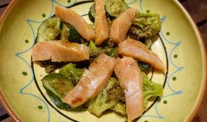 Salade tiède de saumon aux légumes verts