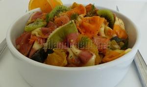 Salade de pâtes vitaminée au saumon fumé et à l'orange