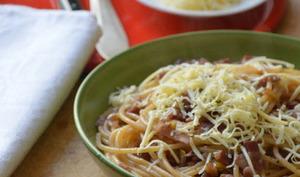 Bigoli sauce au Vin rouge, Poireau, Pancetta et Ricotta salée