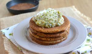 Pancakes salés à la farine de teff, béchamel poireaux-champignons