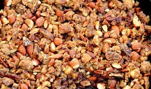 Crumble croustillant aux poires, chocolat et noix de pécan