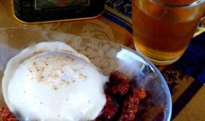 Chiboust au thé fumé, poires et croustillant au chocolat en verrine