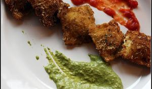 Ravioli frits , sauce arrabbiata et pesto verde