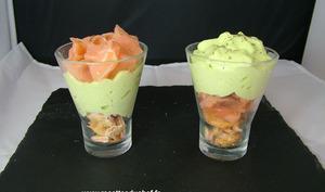 Verrine de saumon fumé à la mousse d'asperges et crackers