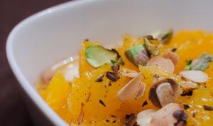 Salade d'orange à la vanille et à la cannelle, aux amandes et aux pistaches