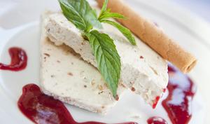Nougat glacé : la meringue au miel cuit