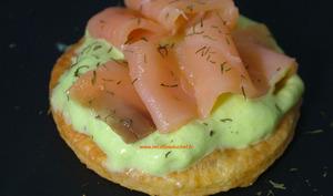 Sablés au parmesan mousse d'asperges et saumon fumé