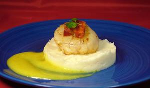 Noix de Saint Jacques chorizo chou-fleur sauce au vin blanc