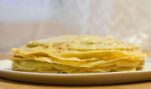 Gâteau de crêpes à la rhubarbe