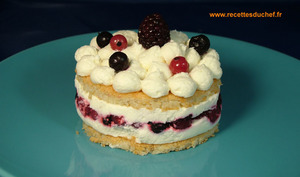 Entremets dacquoise et fruits rouges