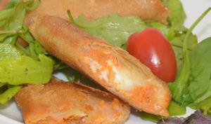 Samossas à la patate douce et au chèvre Soignon.