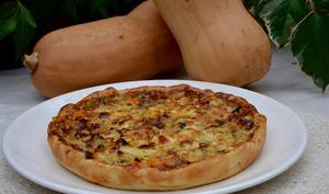 Tarte au Roquefort, butternut et noisettes