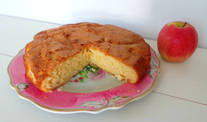 Gâteau moelleux aux pommes Pink Lady et à la bergamote