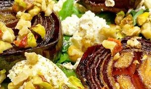 Oignons rouges en salade, et sauce pimentée aux noix