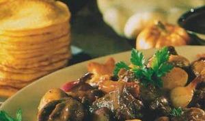 Civet de sanglier aux Côtes de Gascogne et ventrèche roulée