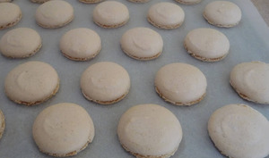 Coques de macarons, meringue italienne