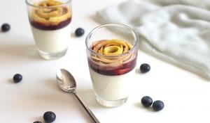 Panna cotta au chocolat blanc, mangue et myrtilles