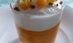 Crème à la carotte sous une mousse de chèvre