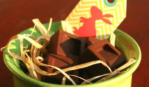 Chocolats de Pâques vegan fourrés à la noix de coco, caramels vegan au chocolat