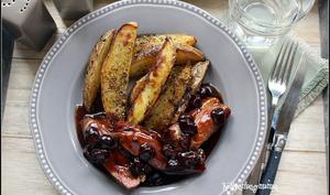 Magrets de canard aux cerises et au miel, frites au four croustillantes