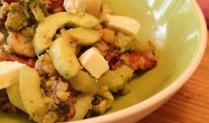 Salade tiède aux lardons, brocolis et concombres