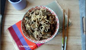 Nouilles de blé chinoises aux champignons et au boeuf façon ramen express