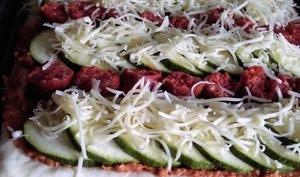 Tarte courgettes et merguez sur lit de caviar de tomates séchées
