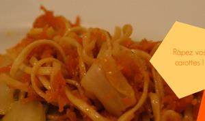 Nouilles sautées au chou et carottes râpées