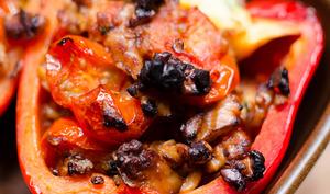 Poivrons farcis aux tomates cerises et aux noix