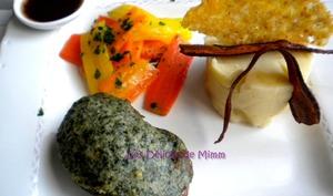 Filet d'agneau en croûte d'herbes et carottes anciennes glacées