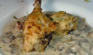 Cuisses de poulet rôti sauce champignons à la charentaise