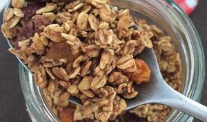 Le granola aux noix de pécan et sirop d'érable