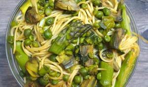 Spaghettis aux légumes de printemps et au curcuma