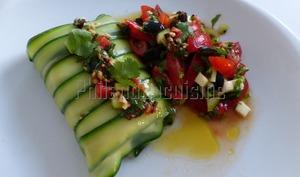 Dos de cabillaud en papillote de courgette à la concassée de tomates cerises et aux olives