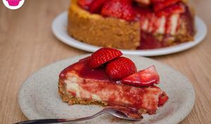 Cheesecake cuit aux fraises avec son coulis de fraises