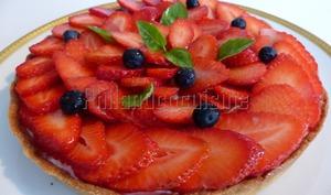 Tarte aux fraises sur un lit de crème au citron