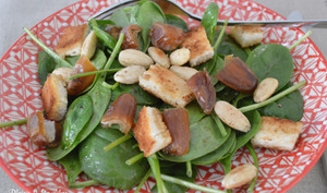 Salade d'épinards au sumac, dattes et amandes
